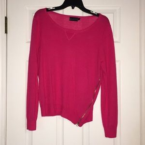 Pink sweater with Zipper detail